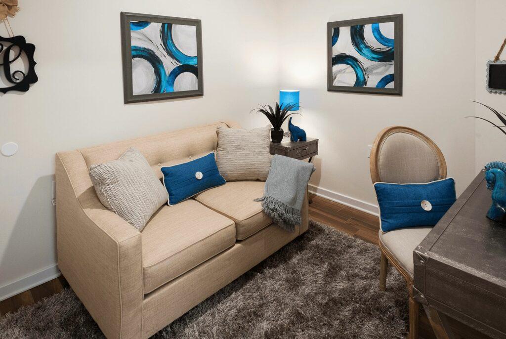 Jackson 21 Apartments Living Room